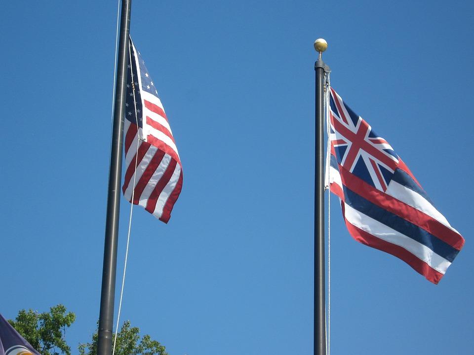 Hawaiian and US flags - Hawaii legal interpreting guidelines